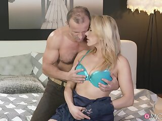 Insane how this MILF can handle the big chunk of cock