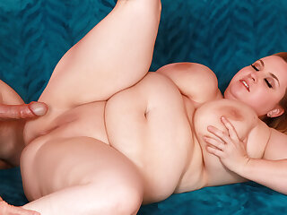 Blonde BBW Nikky Wilder Rides His Cock Till He Sprays Her Big Unassuming Boobs