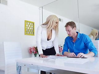 Curvy office MILF is keen for some anal